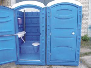 tualet-na-uchastke-chastnogo-doma-567