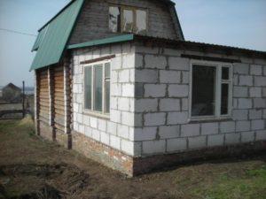 kak-sdelat-pristrojku-k-derevyannomu-domu-21