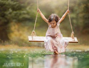 kacheli-detskie-ulichnye-foto-vidy-osobennosti-2