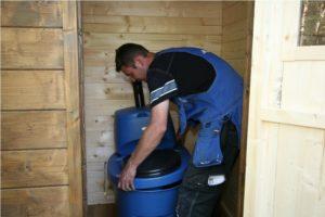 dachnyj-tualet-svoimi-rukami-22