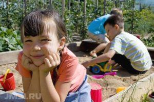 ploshhadka-na-dache-svoimi-rukami-foto-dlya-detskoj-ploshhadki-11