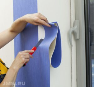 kak-pravilno-kleit-vinilovye-oboi-foto-video-instruktsiya-17