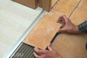 Порожки для пола: как положить межкомнатные пороги для плитки и ломината-13