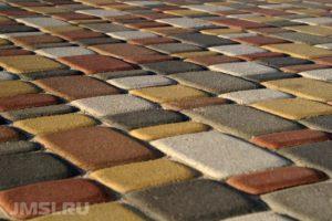 ukladka-trotuarnoj-plitki-na-betonnoe-osnovanie-foto-video-7