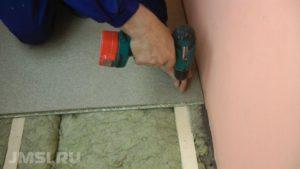 laminat-svoimi-rukami-na-derevyannyj-pol-video-instruktsiya-16