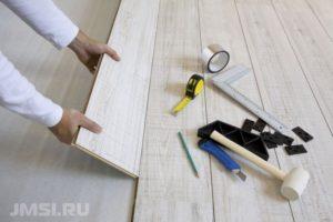 laminat-svoimi-rukami-na-derevyannyj-pol-video-instruktsiya-22