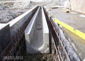 livnevaya-kanalizatsiya-lotok-livnevyj-vodootvodnye-lotki-s-reshetkami-8