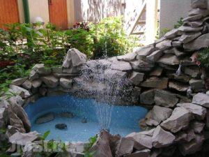 dekorativnyj-fontan-dlya-sada-6789