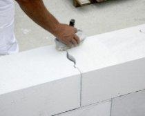 Чем утеплять стены из газобетона?