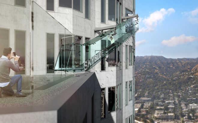 На самом высоком здании Лос-Анджелеса построят стеклянную горку