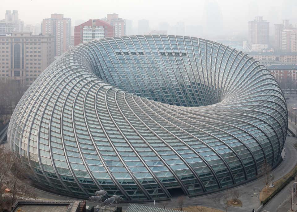 Новая телестудия в Пекине напоминает сетчатый пончик