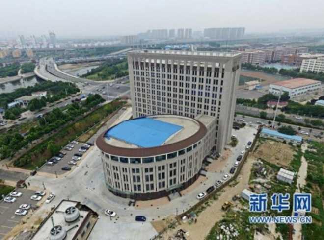 Новое здание китайского университета высмеяно за сходство с унитазом