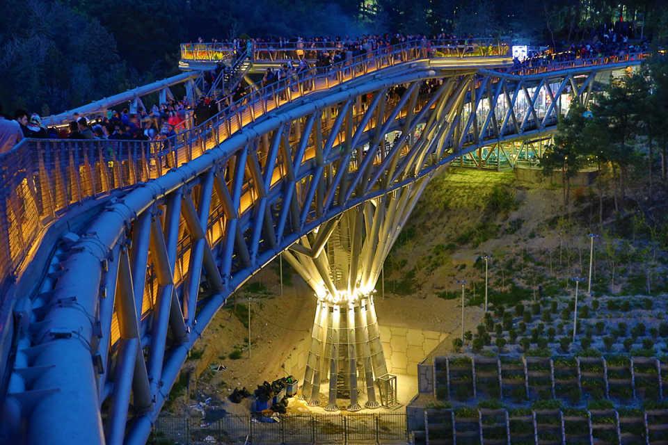 Пешеходный мост Tabiat
