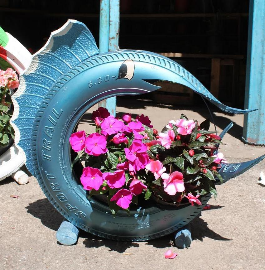 Колеса для цветов фото своими руками 60