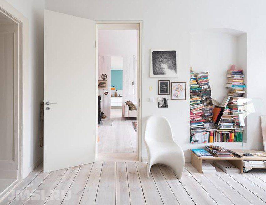 Светлый ламинат в интерьере квартиры в сочетании