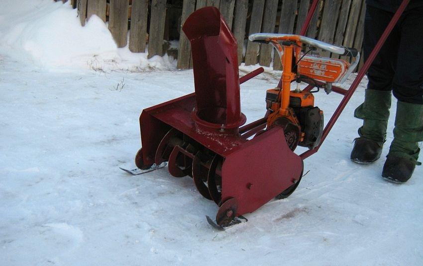 Снегоуборочные машины из бензопилы своими руками 71
