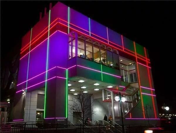 Монтаж светодиодов на фасаде
