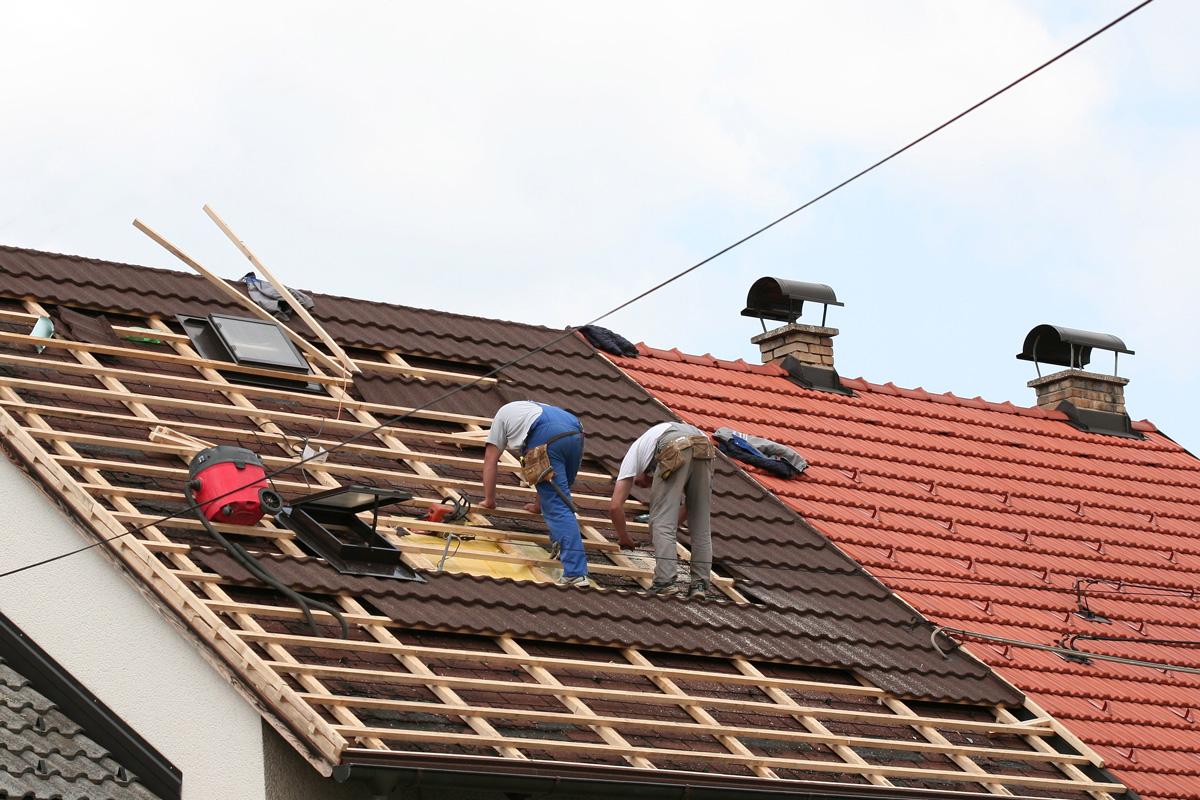 Как отремонтировать крышу профнастилом своими руками