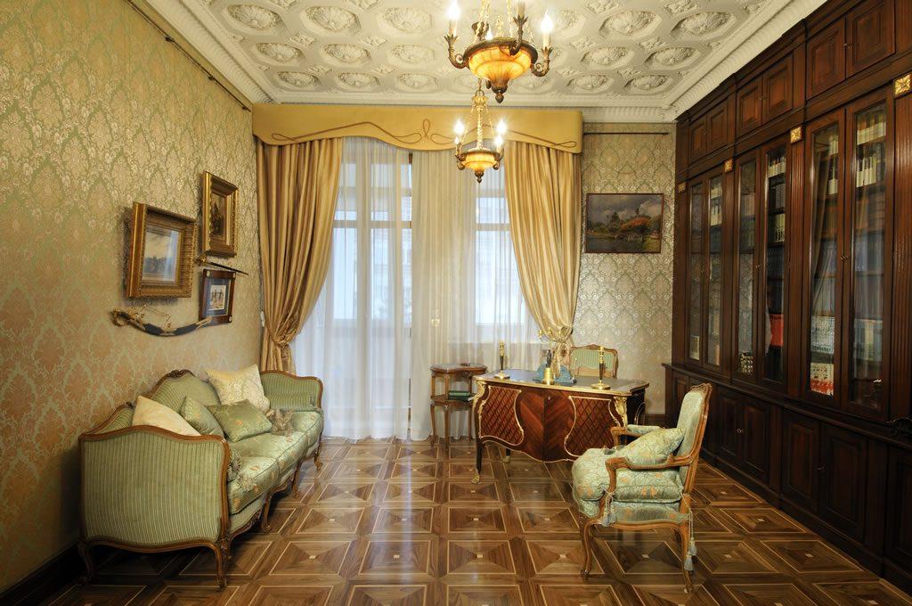 Нескучная классика: гостиная в стиле гранж