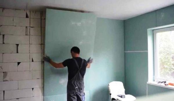 Как наклеить гипсокартон на стену
