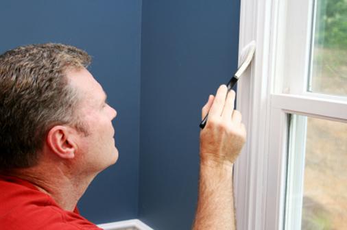 Можно ли самостоятельно покрасить окна и двери в квартире?