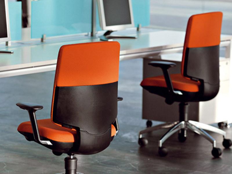 Выбираем офисный стул