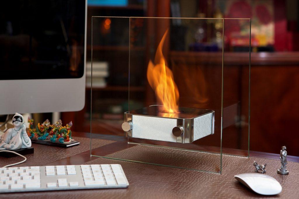 Без дыма и сажи: электрокамины в интерьере